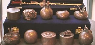 Mini urnen in brons